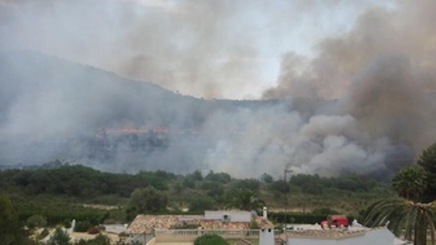 Incendio Forestal Que Afecta A Una Zona De Calpe Y Benissa