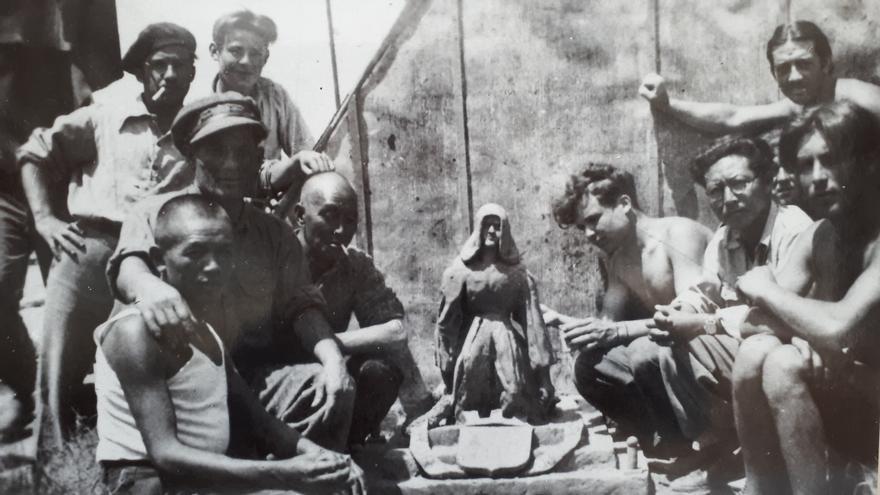 De izquierda a derecha, Chang Kuang, Phong Ling Li y Xeijin Xie, en el campo de Gurs (Francia)