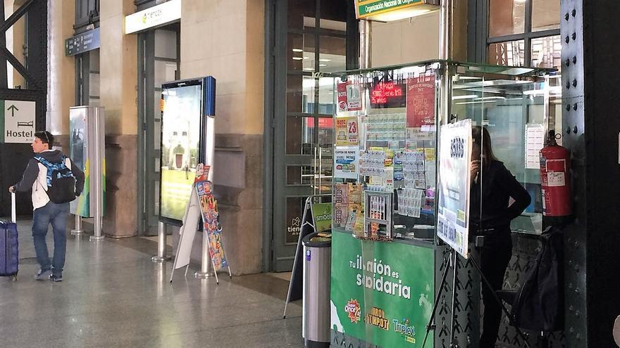 Un puesto de venta de la ONCE en Valencia