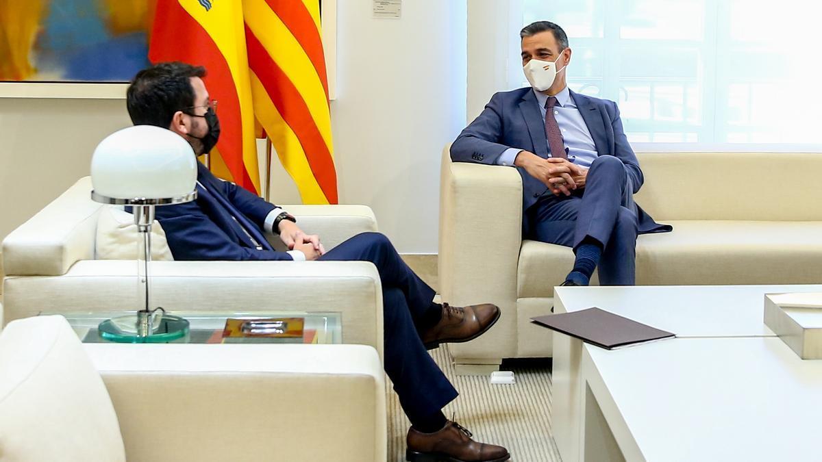 El presidente Pedro Sánchez y el president Pere Aragonès, durante una reunión en La Moncloa en junio de 2021