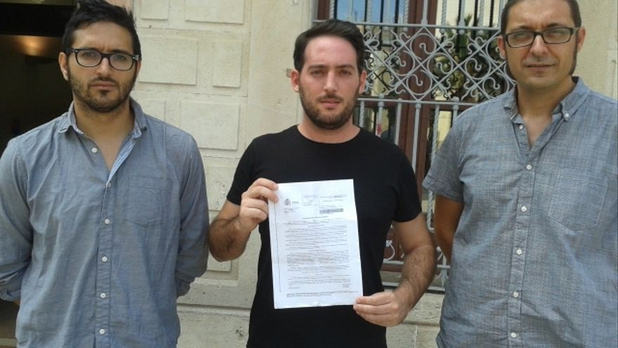Los concejales de EU-ER en Crevillent y el militante republicano denunciados por la Guardia Civil