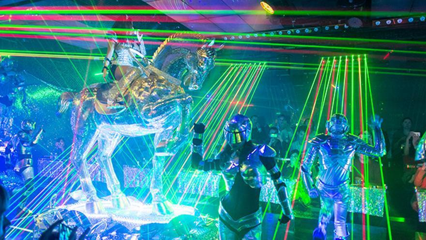 Una auténtica locura de luz y de color, los Robots Cabaret no pueden ser un espectáculo más japonés. Daisy.images.