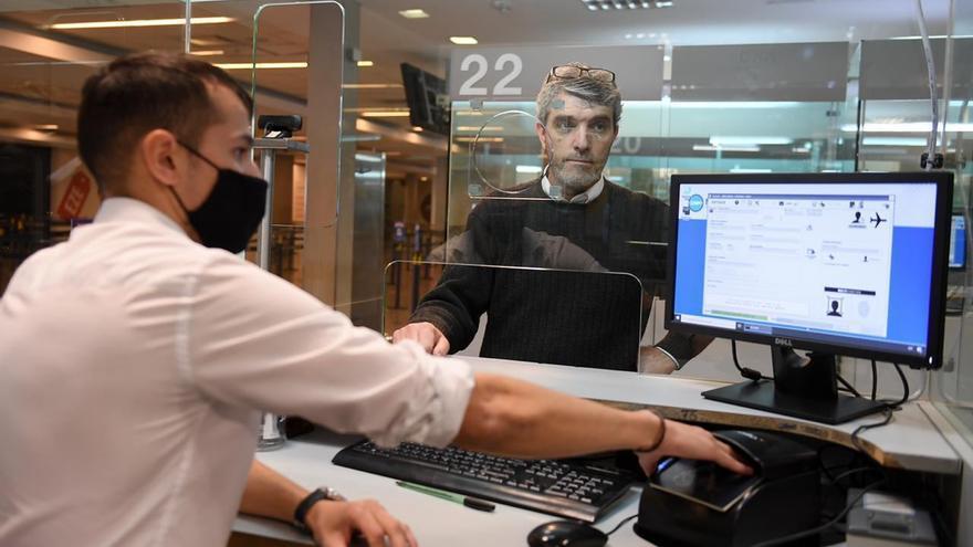 Gobierno argentino suspende vuelos ante nueva cepa detectada en el Reino Unido