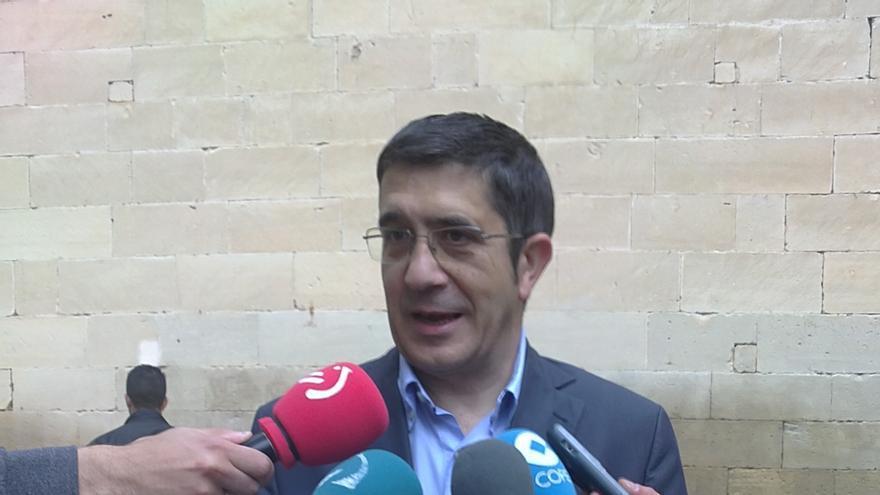 """López dice que hay """"reflexión vasca"""" en el debate del PSOE, pero ni él ni Madina están en """"ninguna carrera"""""""