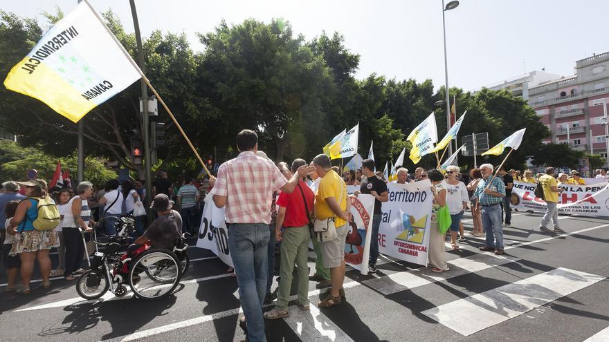 Manifestantes en una parte del recorrido por calles del centro de Santa Cruz