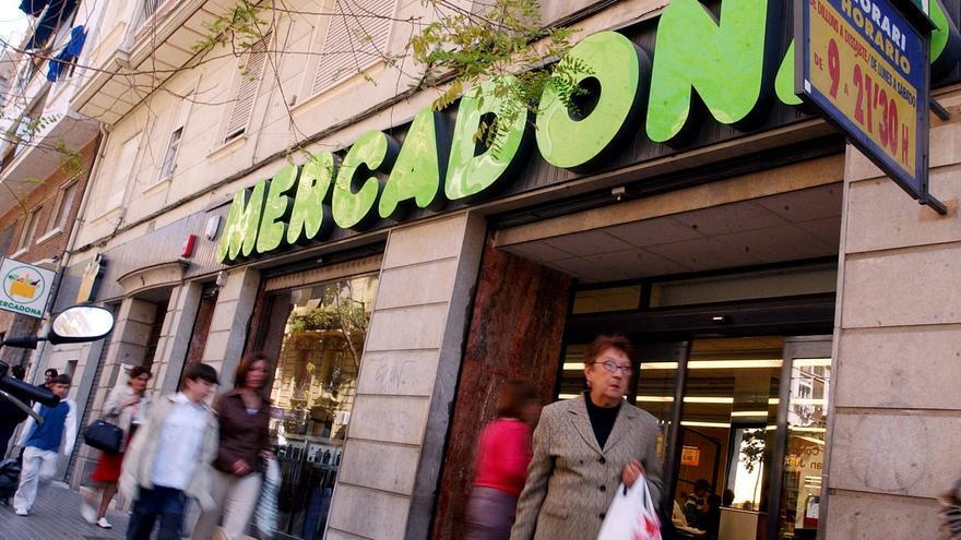 Los supermercados recurren a descuentos y ajuste de precios ante la subida del IVA