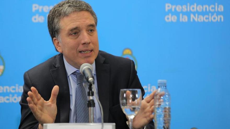 Argentina logra 55.650 millones de dólares del FMI y otros organismos para evitar la crisis