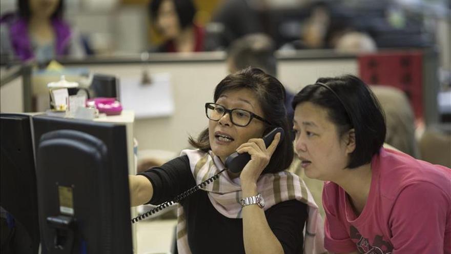 La Bolsa de Hong Kong cae un 0,32 por ciento a media sesión