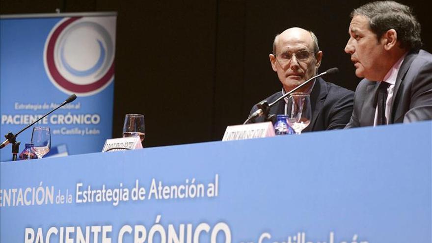 Rafael Bengoa considera que España tiene las mimbres para seguir con su sanidad pública
