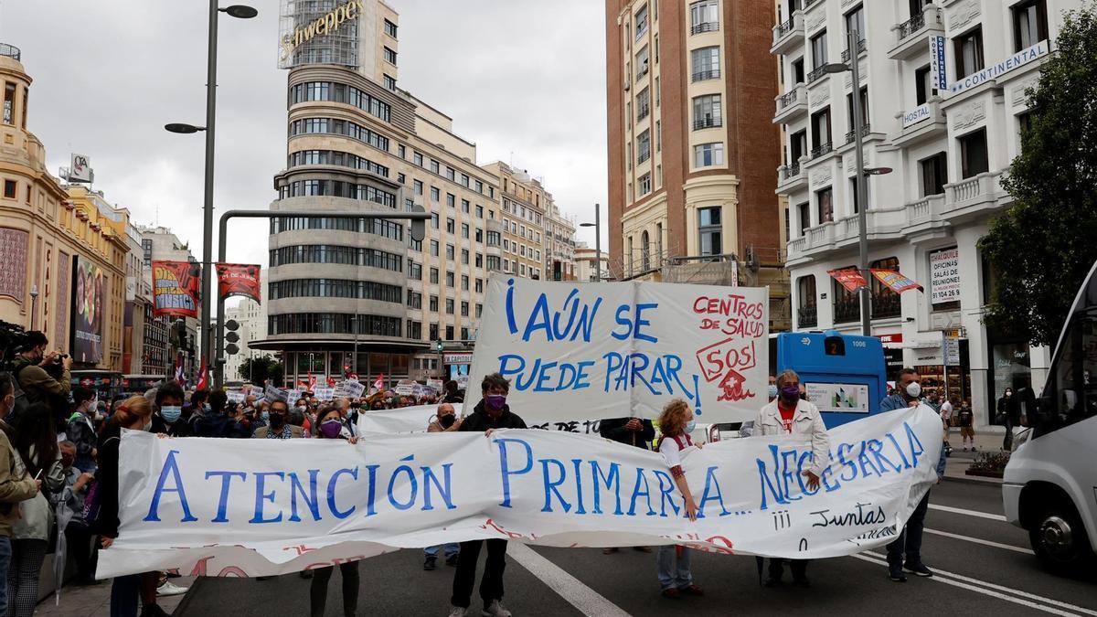 Miembros de la Marea Blanca se manifiestan este domingo en Callao para defender la atención primaria y la sanidad pública