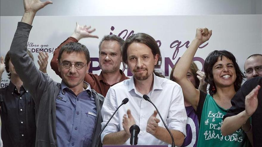 Pablo Iglesias y Juan Carlos Monedero, durante la celebración de los resultados de las elecciones europeas / EFE