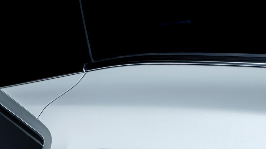 Peugeot asegura que la carga completa se realiza en una hora y 45 minutos si se hace uso de un wallbox de 7,4 kW.