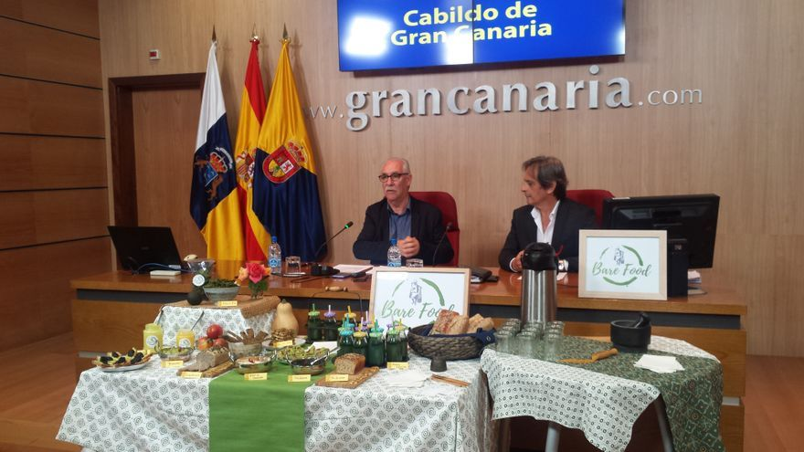 El consejero de Soberanía Alimentaria del Cabildo de Gran Canaria, Miguel Hidalgo, y el coordinador de las áreas de Extensión Agraria de la corporación insular, Marcos Robaina