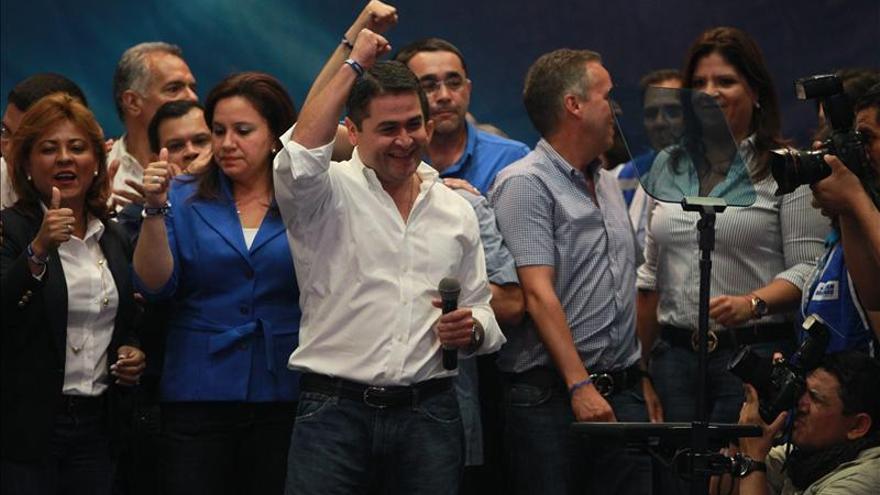 """EE.UU. reconoce """"victoria irreversible"""" del oficialista Hernández en Honduras"""