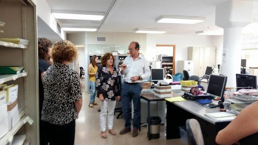 La consejera de Ciudadanía y Derechos Sociales, Marivi Broto, en una visita al IASS.