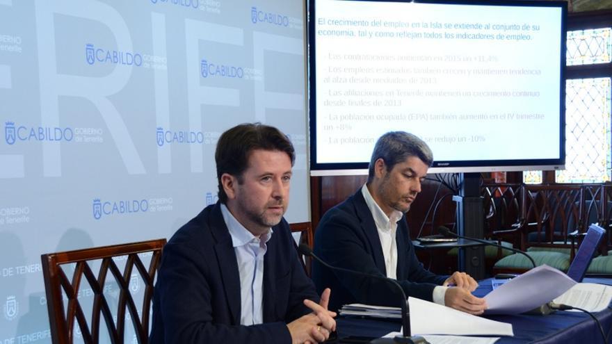 El presidente del Cabildo de Tenerife, Carlos Alonso, y el consejero de Turismo, Alberto Bernabé, presentaron el balance turístico de 2015