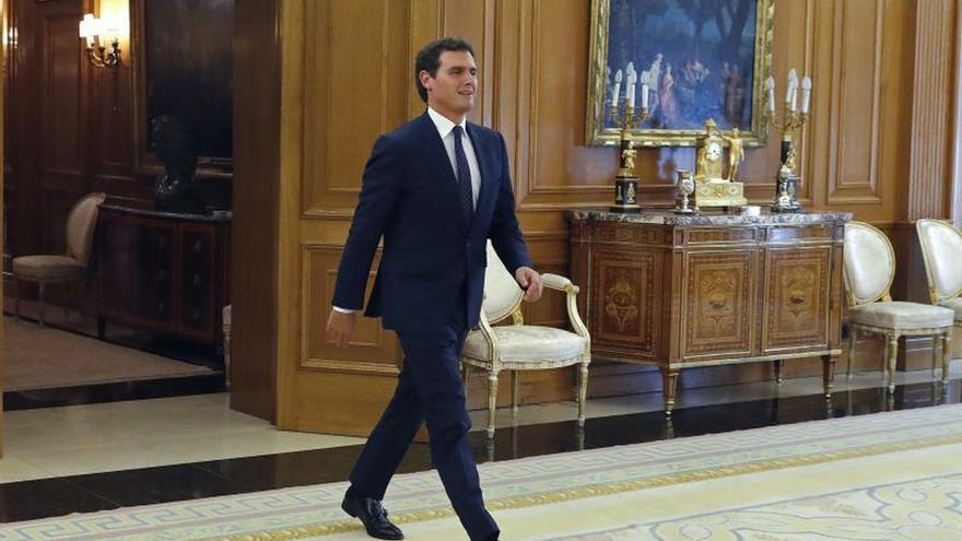 Rivera se ve con el rey tras su oferta de abstención condicionada a Sánchez