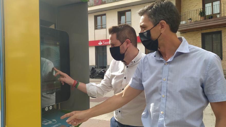 El presidente de Consorcio Eder, Alejandro Toquero (i), y el director gerente, Sergio Villava, en la presentación de la nueva red de información turística digital de la Ribera de Navarra.