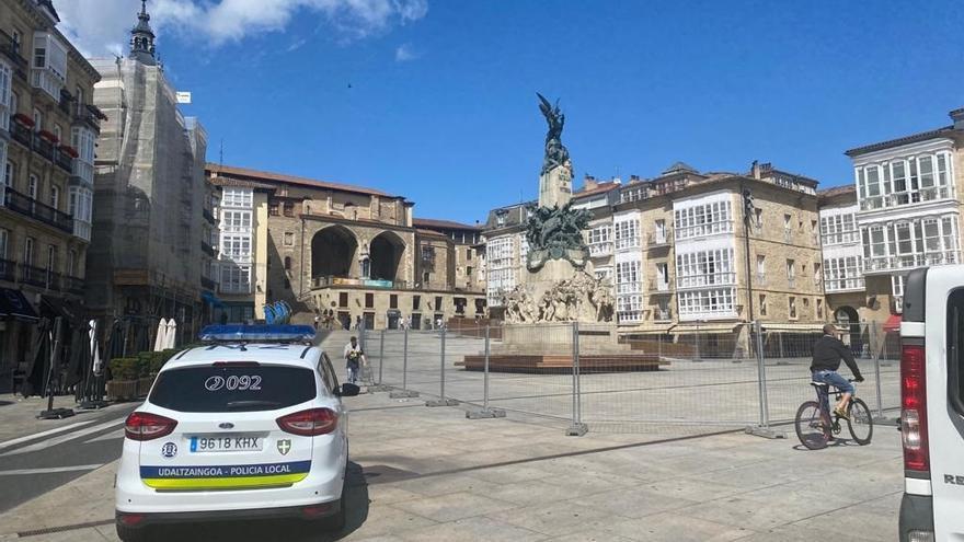 Plaza de la Virgen Blanca de Vitoria cerrada perimetralmente