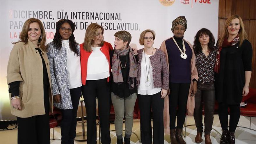 Susana Díaz, arropada por 300 militantes en un acto contra la esclavitud en Madrid