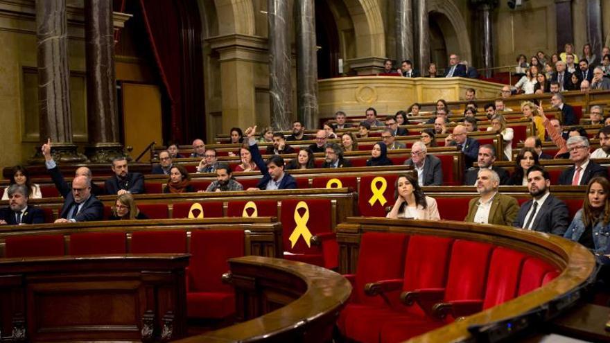 Vista del pleno del Parlament de este miércoles, donde se ha pedido la libertad de los presos y el derecho de Puigdemont, Sànchez y Turull a ser investidos