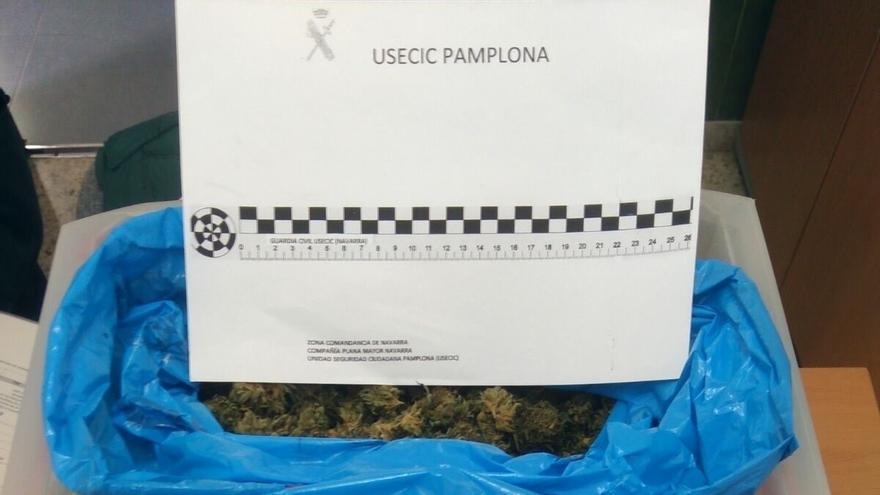 Detenido en Etxarri Aranatz tras ser sorprendido en su vehículo con 2,5 kilos de marihuana