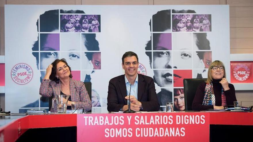 """Pedro Sánchez acusa al PP de """"frivolizar"""" con los paros del 8M"""