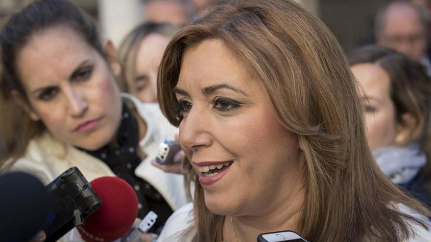 """Susana Díaz sobre las primarias: """"Vísteme despacio que tengo prisa"""""""