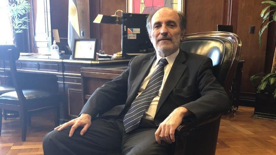 Eduardo Hecker en el despacho del Banco Nacio a un año de asumir la presidencia de la entidad