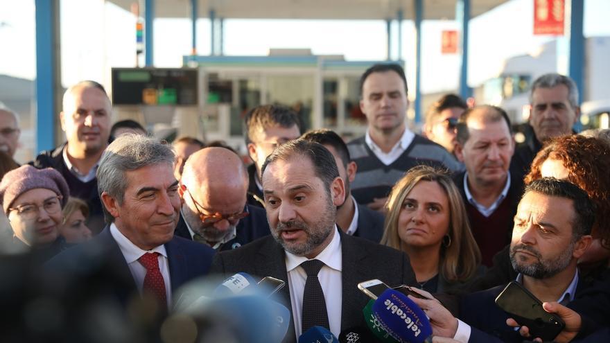 Ábalos apunta a un ahorro de 80 millones para los usuarios tras el fin del peaje entre Cádiz y Sevilla