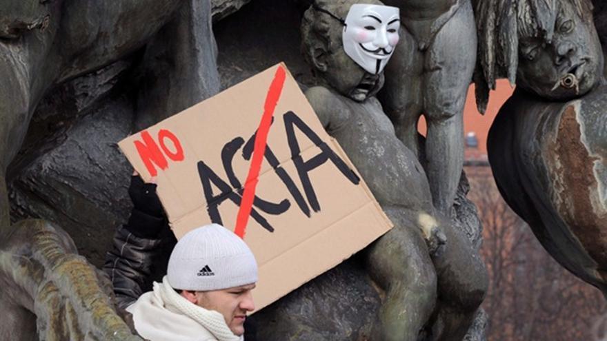 Protesta contra el proyecto antipiratería ACTA en Berlín en febrero de 2012. Soeren Stache / Efe.