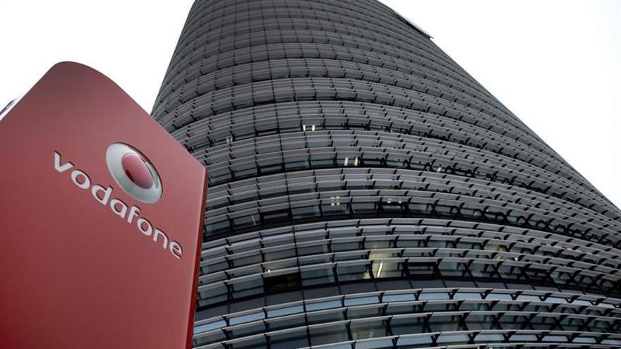 Vodafone pierde 5.000 millones de euros en primer semestre, más del doble