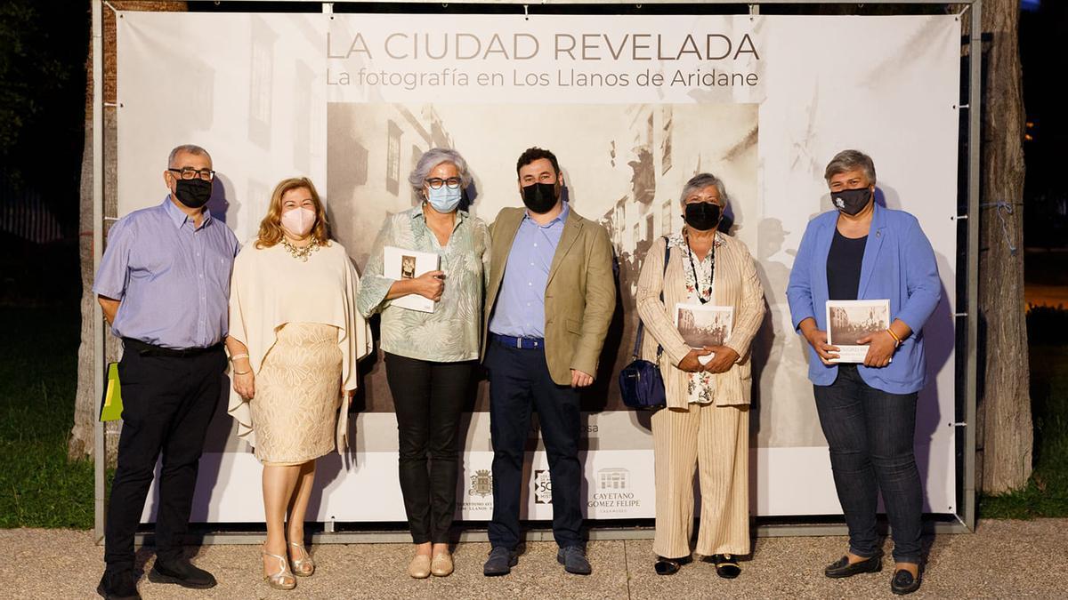 Jesús Pérez Morera (i), Charo González Palmero, Meme González, Diego Álvarez Sosa, María Remedios Gómez y Noelia García.