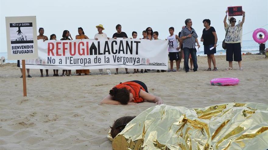 Alicante protesta contra las políticas de refugiados de la Unión Europea