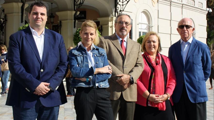 Candidatura de UPyD frente al Teatro Romea de Murcia