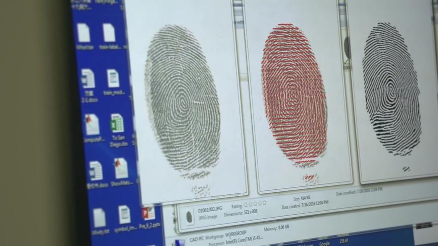Las autoridades chinas están recopilando datos biométricos como huellas, escáneres del iris o el grupo sanguíneo