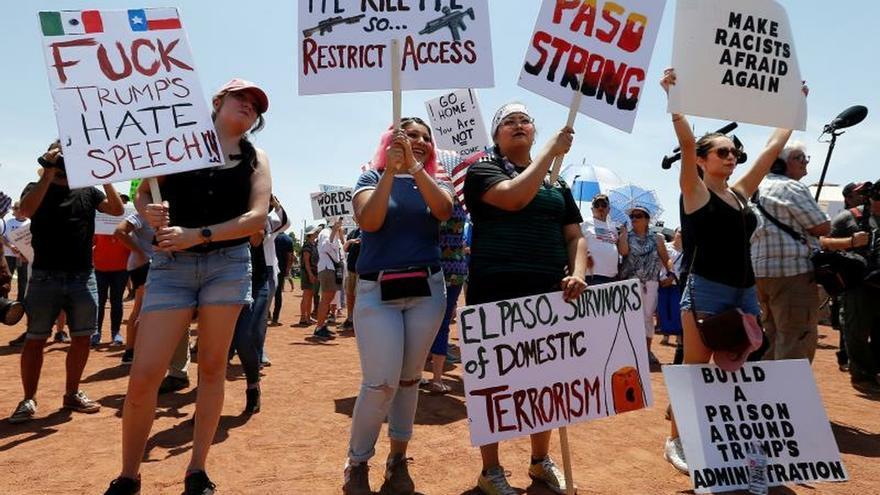 Latinos protestan en El Paso contra el odio y el racismo tras una semana de la masacre