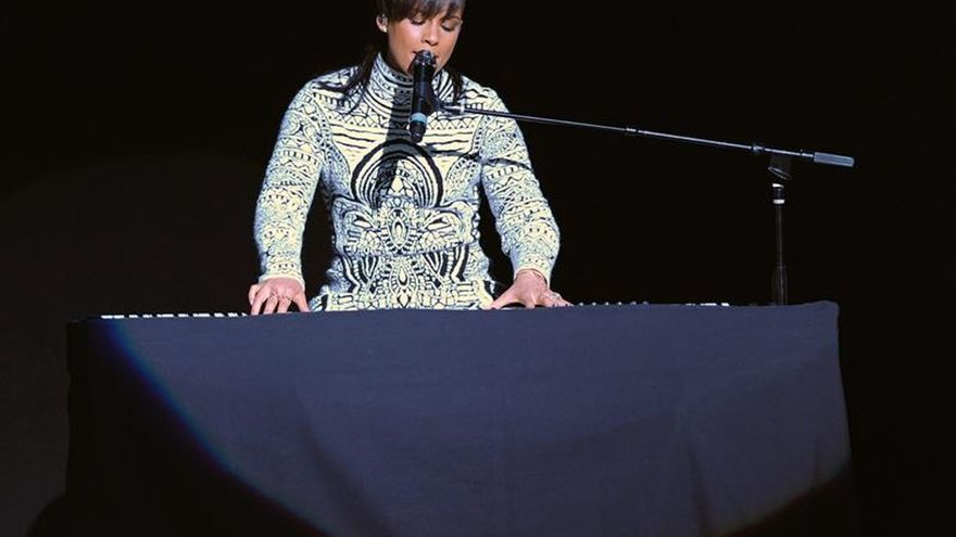 Alicia Keys presentó en Londres sus ritmos latinos y tropicales