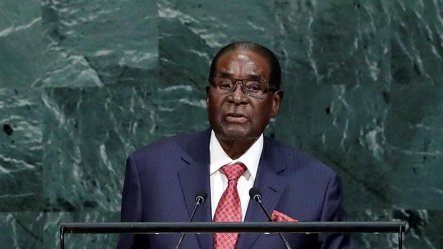 Un portavoz militar desmiente el golpe contra Mugabe y asegura que está a salvo