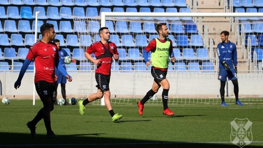 Joselu, en un entrenamiento con el CD Tenerife