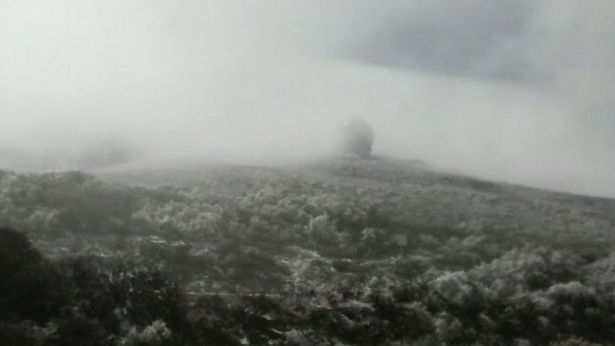 El Grantecan, este sábado, con niebla y una capa de escarcha y nieve en el entorno.