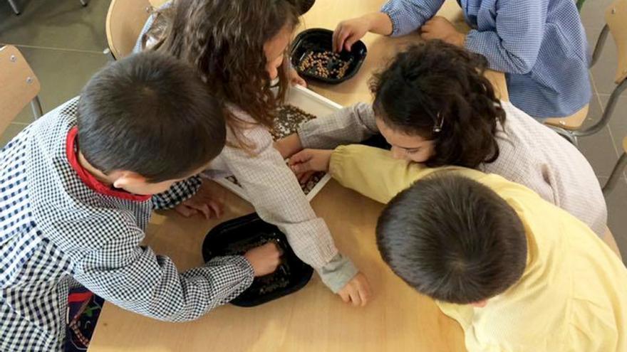 Varios alumnos de un colegio de Valencia participan en la campaña 'descubre las legumbres'
