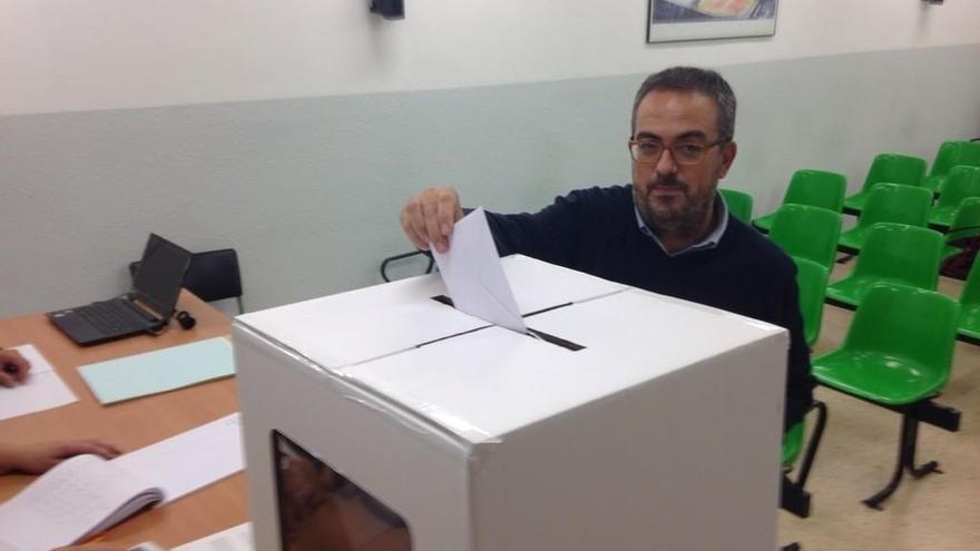 Diputados y senadores de CiU se autoinculpan de la organización de la consulta en apoyo a Artur Mas