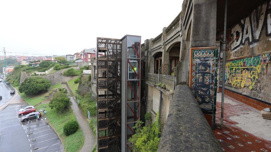 Entra en funcionamiento el ascensor de las Galerías Punta Begoña, en Getxo (Bizkaia)
