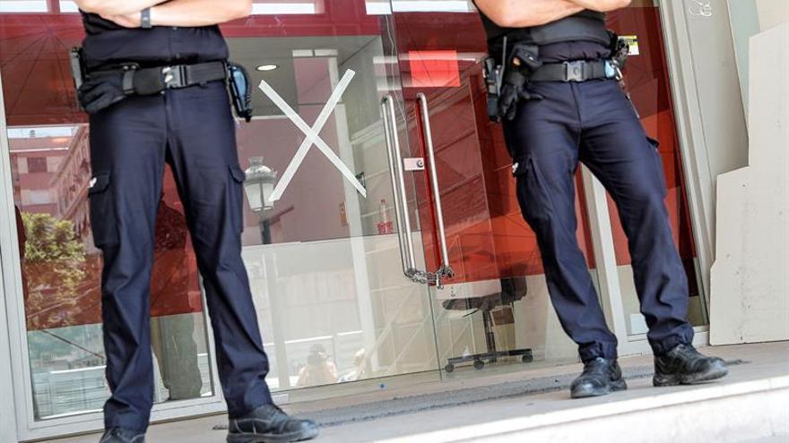 La Policía entra en 23 clínicas de iDental de 21 provincias