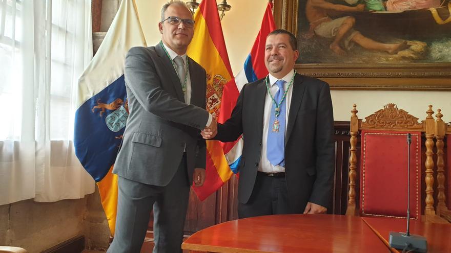 Tony Acosta, líder de CC, y Juanjo Cabrera, nuevo  alcalde de Santa Cruz de La Palma.