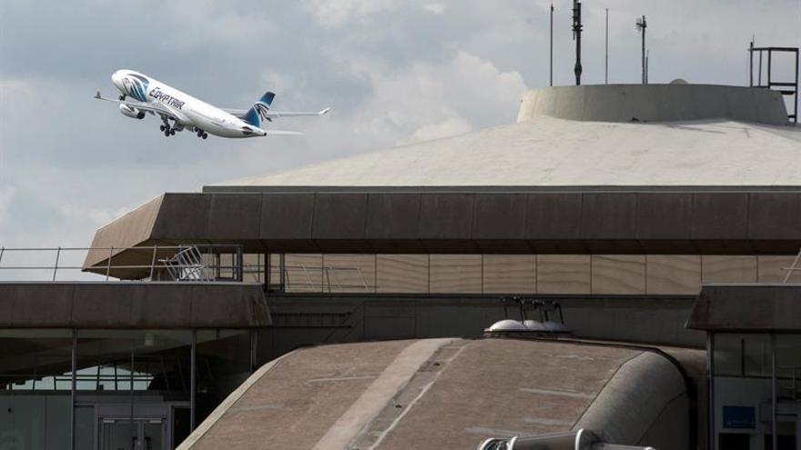 Hallados rastro de explosivo en los cadáveres del avión Egyptair estrellado en mayo