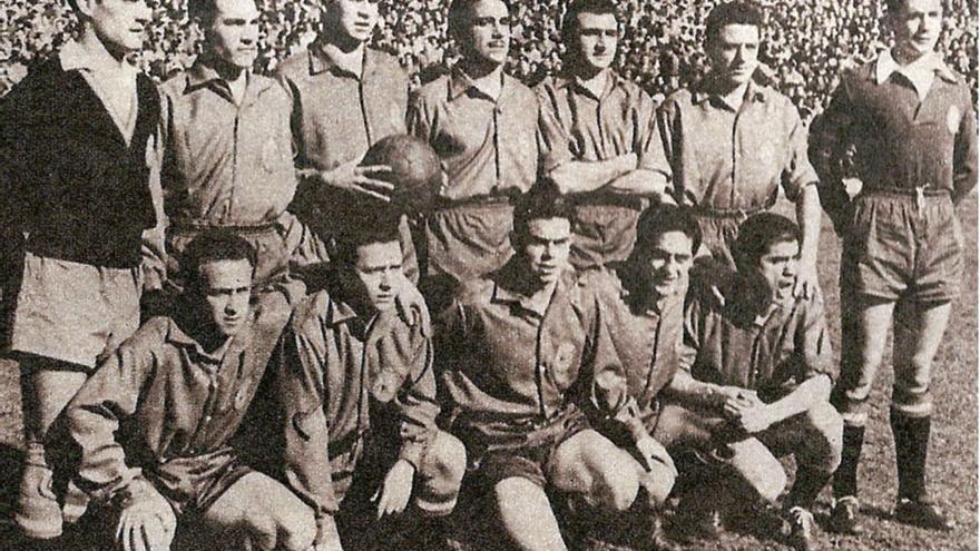 Último partido internacional de Molowny. Fue ante Francia en el Bernabéu y España formó, de arriba abajo y de izquierda a derecha, con: Ramallets, Segarra, Marquitos, Lesmes II, Muñoz, Bosch, Carmelo (portero suplente), Basora, Molowny, Arieta, Rial y Gaínza.