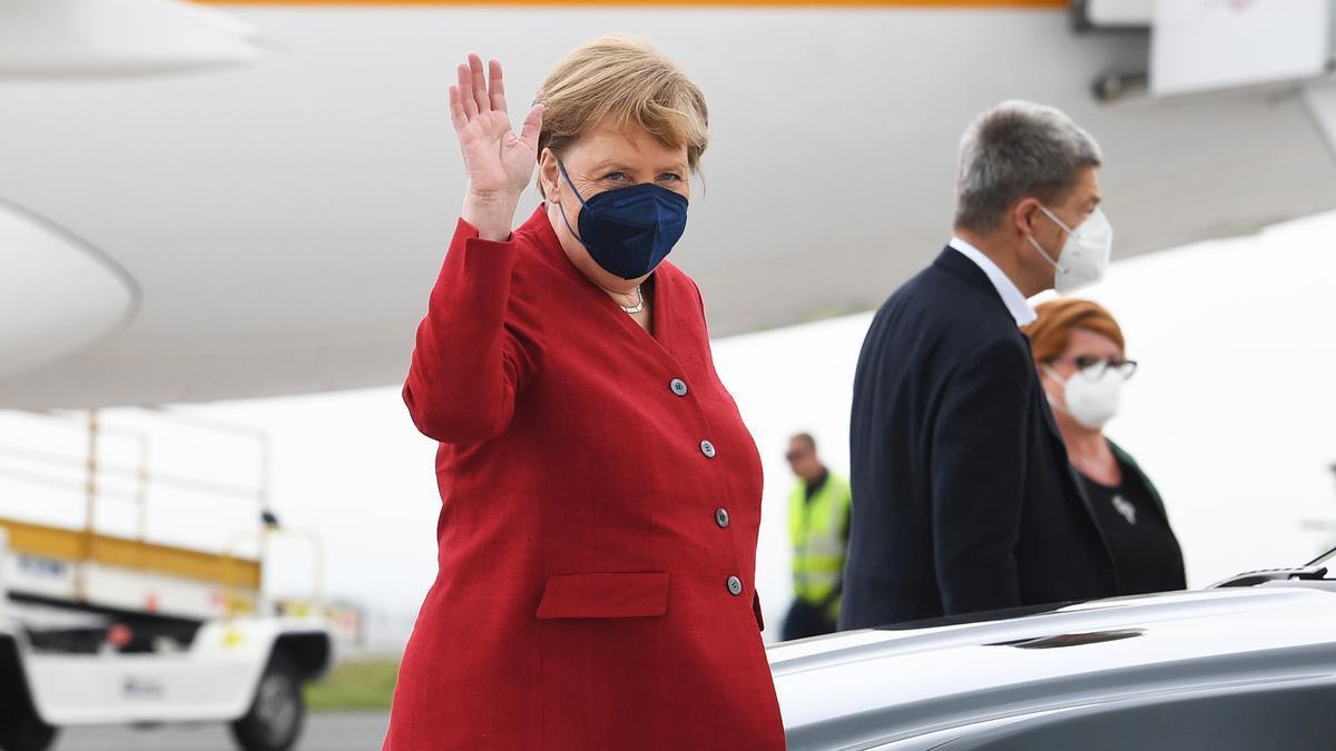 La canciller alemana Angela Merkel, en el aeropuerto de Cornwall Newquay para asistir a la cumbre del G7 de junio.