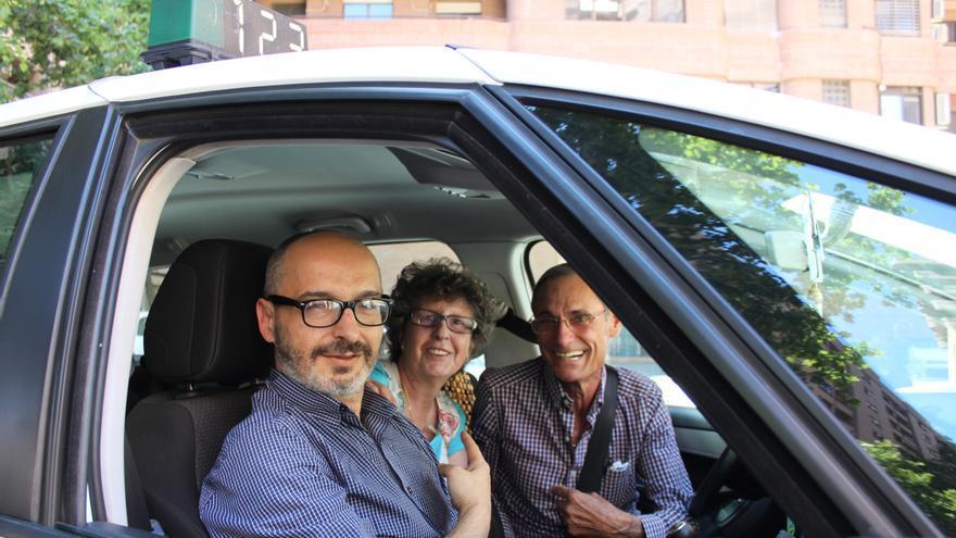 Eduardo Gómez, candidato de UPyD en Valencia, en el taxi de Manuel